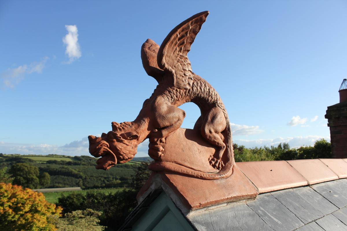 dragon on a slate roof & Terracotta roof dragon on slate roof memphite.com